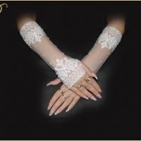 Перчатки.Цвет-белый,цена-1350р.