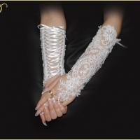 Перчатки.Цвет-белый,цена-1750р.