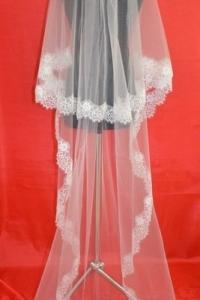 Двухслойная длинная фата с красивым кружевом Шантильи.Цвет-айвори.Цена-2850р.